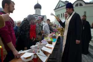Освящение куличей и пасок. 23 апреля 2011 года.
