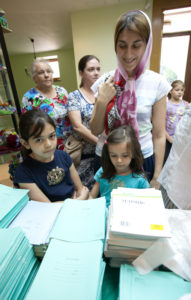 Благотворительная акция «Рюкзачок Добра» 2016 год. Вручение канцелярских товаров.
