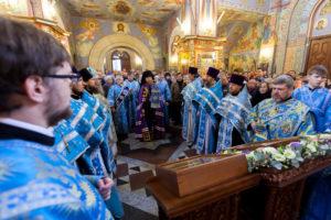 Богослужение в престольный праздник в храмовом комплексе на Рязанке возглавил управляющий викариатством епископ Воскресенский Савва. 04 декабря 2016 года.
