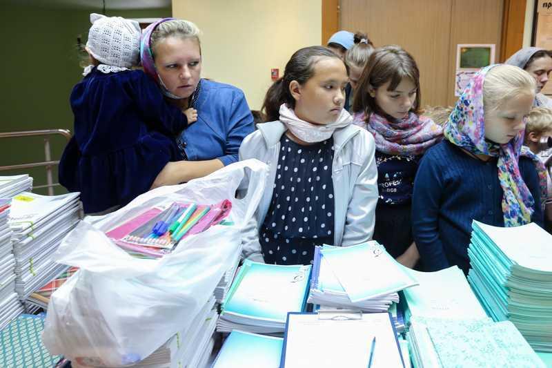 Благотворительная акция «Рюкзачок Добра» 2018. Вручение канцелярских товаров.