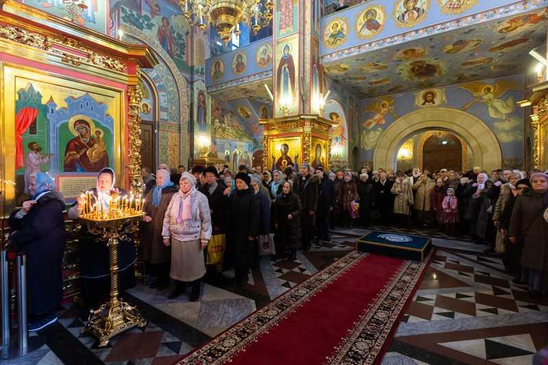 Епископ Домодедовский Иоанн возглавил богослужение во Введенской церкви храмового комплекса прп. Сергия Радонежского на Рязанке в день престольного праздника. 04 декабря 2018 года.