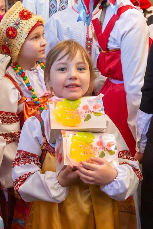 """Пасхальные поздравления воспитанников воскресной школы """"Радовесть"""". 28 апреля 2019 года."""