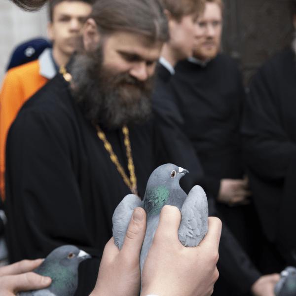 Благовещение, выпускаем голубей!